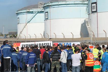 Blocage depot petrolier de Fos