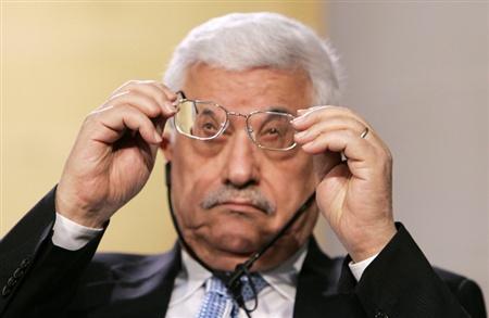 MahmoudAbbasCleaningGlasses