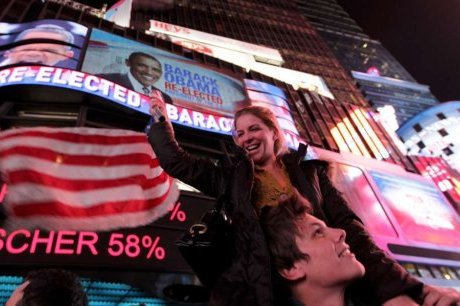 des-supporters-d-obama-celebrent-sa-victoire-a-times-square_959334_460x306