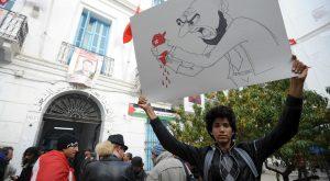 Manifestants devant le siège de l'UGTT, le 11 décembre, en réaction  aux attaques d'Ennahda