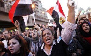 7755543464_les-opposants-au-president-descendent-de-nouveau-dans-la-rue-dans-une-vive-tension
