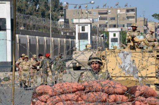 L'armée garde Port-Saïd, même si la direction de l'armée se tient à distance, pourl'instant