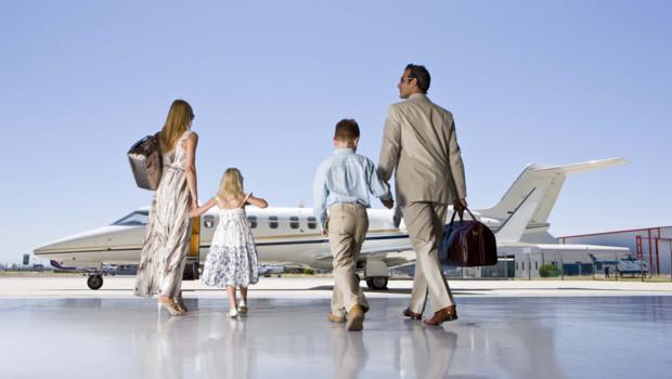 une-famille-prend-un-jet-prive-10734605wxsfg_1713