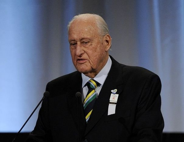 290432_joao-havelange-ex-president-de-la-federation-internationale-de-football-presente-la-candidature-du-bresil-pour-l-organisation-de-la-coupe-du-monde-2014-a-copenhague-le-2-otobre-2009
