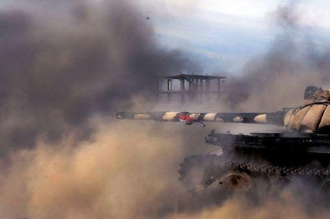 521942-un-char-de-l-armee-syrienne-fait-feu-dans-la-ville-de-qousseir-en-syrie-le-23-mai-2013