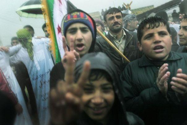 838281_manifestation-contre-le-regime-du-president-syrien-bachar-al-assad-le-9-decembre-2011-a-kansafra-dans-la-province-d-idlib