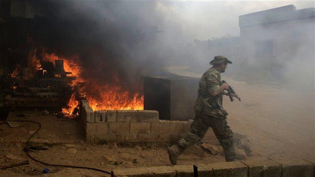 Soldat syrien à Doumaya, village au nord de Qousseir
