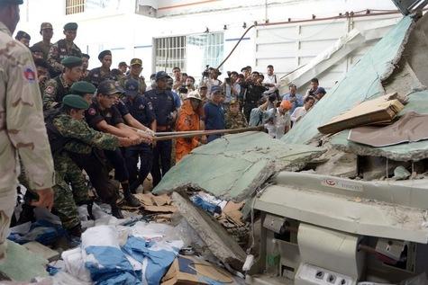 Immeuble effondré au Cambodge: une fabrique de chaussures  (mai 2013)