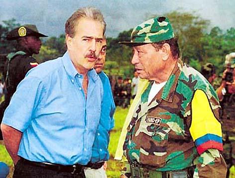 Le Président Pastrna et Marulanda (Tirofijo), lors des négociations de 1999 à 2003