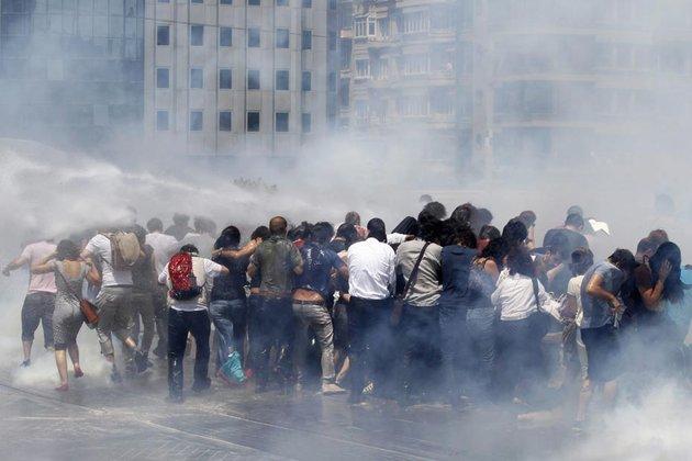 01.06-Manifestations-Istanbul-2_scalewidth_630