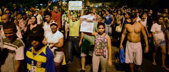 Les habitants des favelas de Rio rejoignent les protestataires