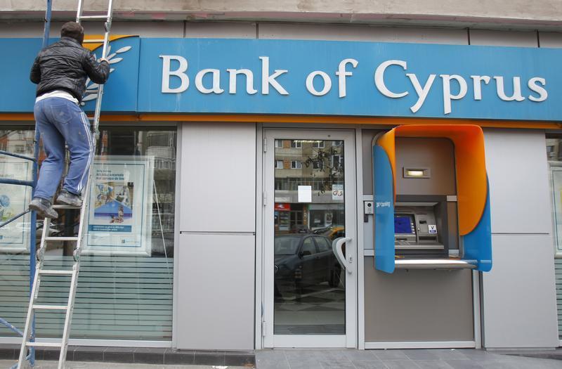 UNE TAXE DE 20% POUR BANK OF CYPRUS, 4% POUR D'AUTRES BANQUES