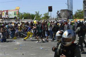 Manifestation à Fortaleza, près du stade Castelao avec 30'000   personnes, lors du match Brésil contre Mexique, gagné par la «seleçao» 2 à 0. La police a réprimé   brutalement.