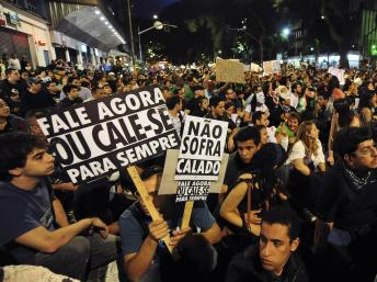 2013-06-23T010036Z_709281013_GM1E96N0OZ601_RTRMADP_3_BRAZIL-PROTESTS_0