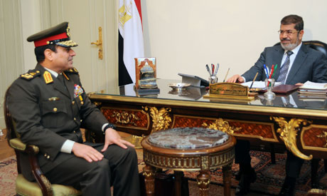Abdel-Fattah El-Sissi, ministre de la Défense, avec Mohamed Morsi