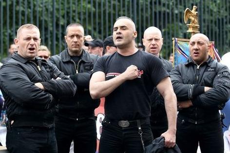 Serge Ayoub (au centre) et des militants des Jeunesses nationalistes révolutionnaires, en 2011. (AFP)