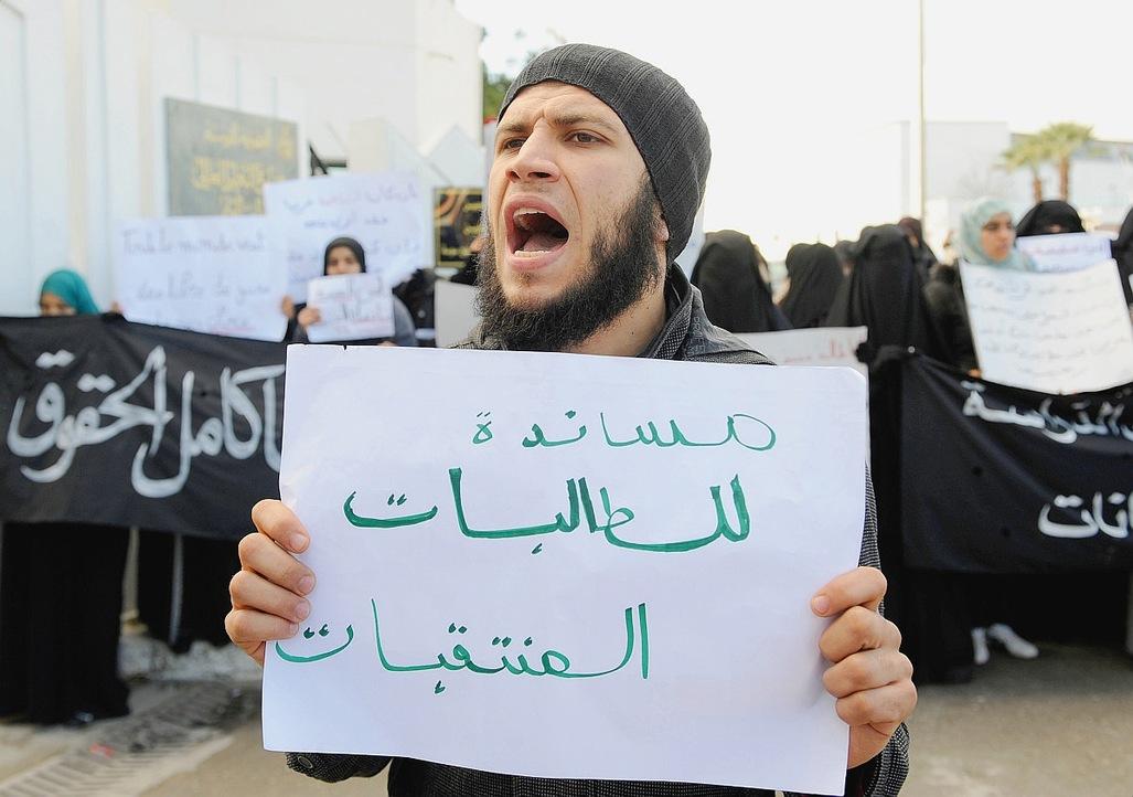 En-Tunisie-l-activisme-salafiste-inquiete_article_popin