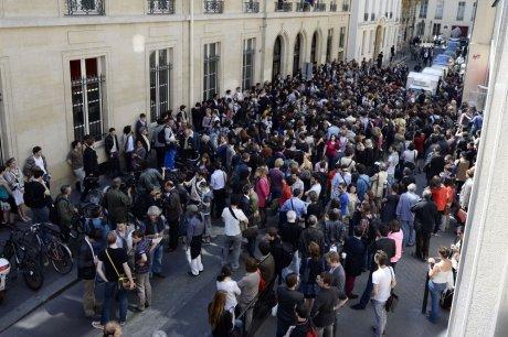 les-etudiants-de-sciences-po-paris-rassembles-ce-jeudi-matin_1229740_460x306