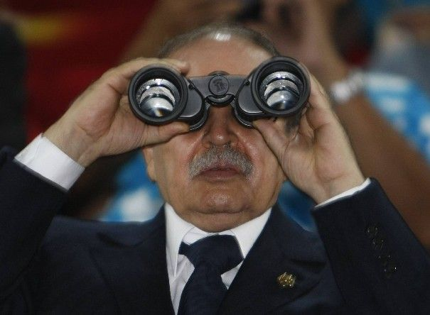 perso-7-algerian-president-abdelaziz-bouteflika-looks-through-binoculars-during-the-opening-ceremony-of-the-beijing-2008-olympic-games-at-the-national-stadium_486