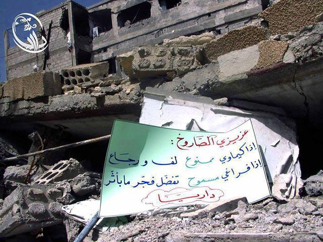 """""""Cher missile: Si tu es chimique, INTERDIT! Stop, retourne d'où tu viens! Si tu es conventionnel, AUTORISE! Bienvenu! Explose! Pas de problème!"""" Daraya, Région de Damas."""