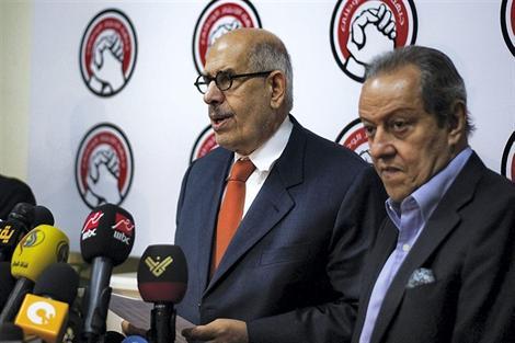 10 juillet 2012, avant d'être vice-président du nouveau gouvernement intéri. maire, ElBaradei dirigeait ce que certains ont nommé «la coalition laïque». Depuis cette nomination, le Front de salut national (FSN) a baissé le ton  critique face au décret constitutionnel du président par intérim Adli Mansour