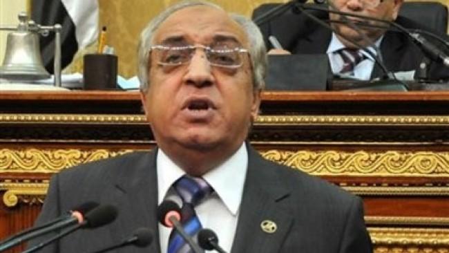 Le ministre de l'Intérieur du gouvernement de Hecham Qandil, Mohamed Ibrahim, lors d'un débat parlementaire, en avril 2012, durant lequel il défend sa politique répressive et de relations avec l'armée