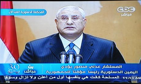 Adly Mansour, président de la Haute Cour constituionnelle, président par intérim,  annonçant sa nouvelle charge le 4 juillet 2013