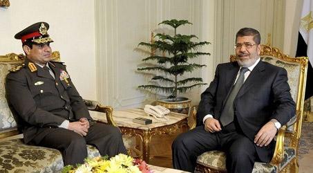 Al-Sissi et Mohamed Morsi, le 21 février 2013, photo diffusée par la présidence