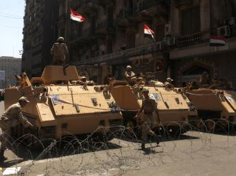 Des soldats en position près de la place Tahrir le 26 juillet 2013