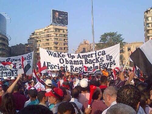 Banderole dans une manif: Réveille-toi Amérique, Obama soutient un régime fasciste en  Egypte. On pourrait rajouter la France, etc...