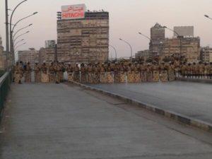 L'armée bloque les accès aux places où sont concentrés les Frères Musulmans