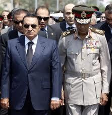 Moubarak et son «pilote», le maréchal Tantaoui