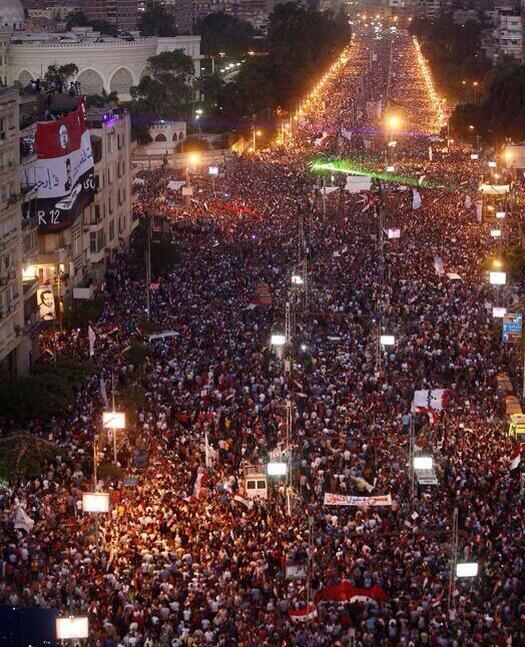 Devant le palais présidentiel au Caire à 21h30