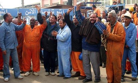 Des travailleurs visant, en août 2011, à créer un syndicat indépendant