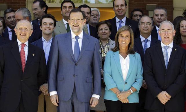 Rajoy et ceux qui ont signé le pacte de privatisation... un sourire qui n'est plus d'actualité.