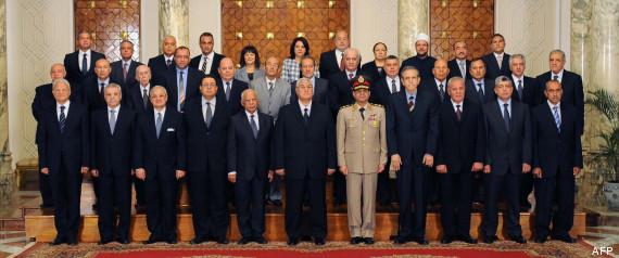 Le nouveau gouvernement égyptien: au centre, de la photo et du pouvoir, le général Al-Sissi.