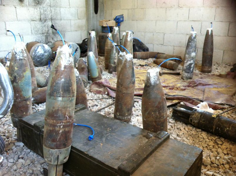 Des obus récupérés et trafiqués, abandonnés par les rebelles, après la prise de Al-Qoussayr par l'armée loyaliste, le 5 juin 2013. Photo AFP