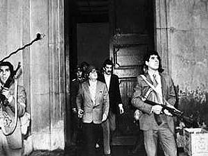 Allende, devant la Moneda, le 11 septembre 1973
