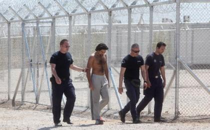 Sous «surveillance» dans le camp d'Amygdaleza (nord-est d'Athènes)