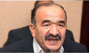 Le ministre du Travail, Kamal Abou Eita, s'adressant aux travailleurs des cristalleries