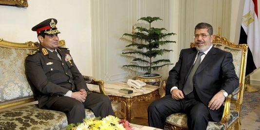 Le général Sissi et le président Morsi... le 21 février 2013