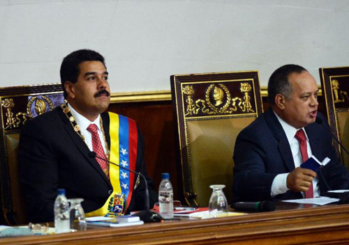 Nicolas Maduro et le président de l'Assemblée nationale, Diosdado Cabello, demande les pouvoirs spéciaux, le mardi 8 octobre.