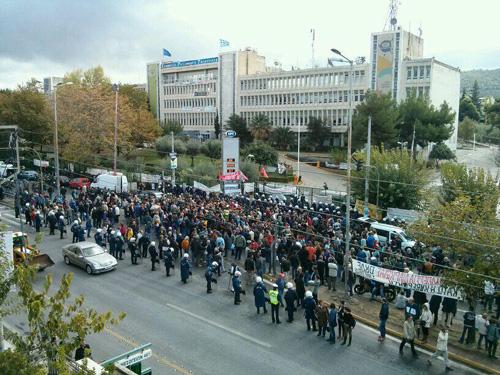 Le matin du 7 novembre 2013, devant le bâtiment de l'ERT