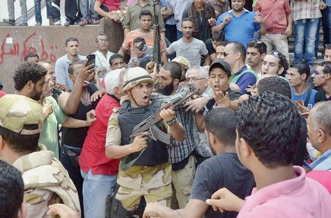 Août 2013: les Frères musulmans évacués de la mosquée Al-Fath