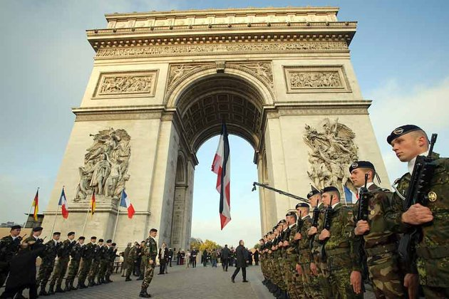 commemoration-11-novembre-2009-arc-de-triomphe-paris-MAXPPP-930620_scalewidth_630