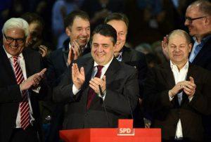 Le président du SPD, Sigmar Gabriel, annonce le «Oui» à la Grande   coalition, le 14 décembre 2013