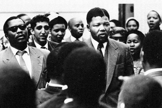 Mandela et d'autres accusés en 1956