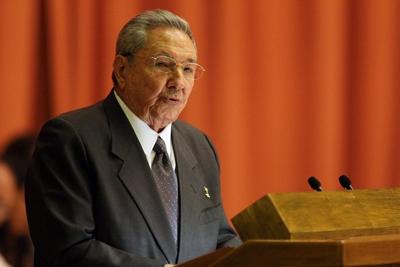 Raul Castro annonce la fin de la double monnaie en octobre 2013