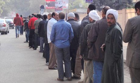 Le 15 janvier: devant un bureau de vote au Caire