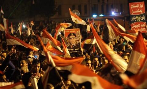 Le portrait d'Al-Sissi brandit le 25 janvier 2014